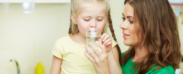 При лечении поноса у ребенка важно не допускать обезвоживания